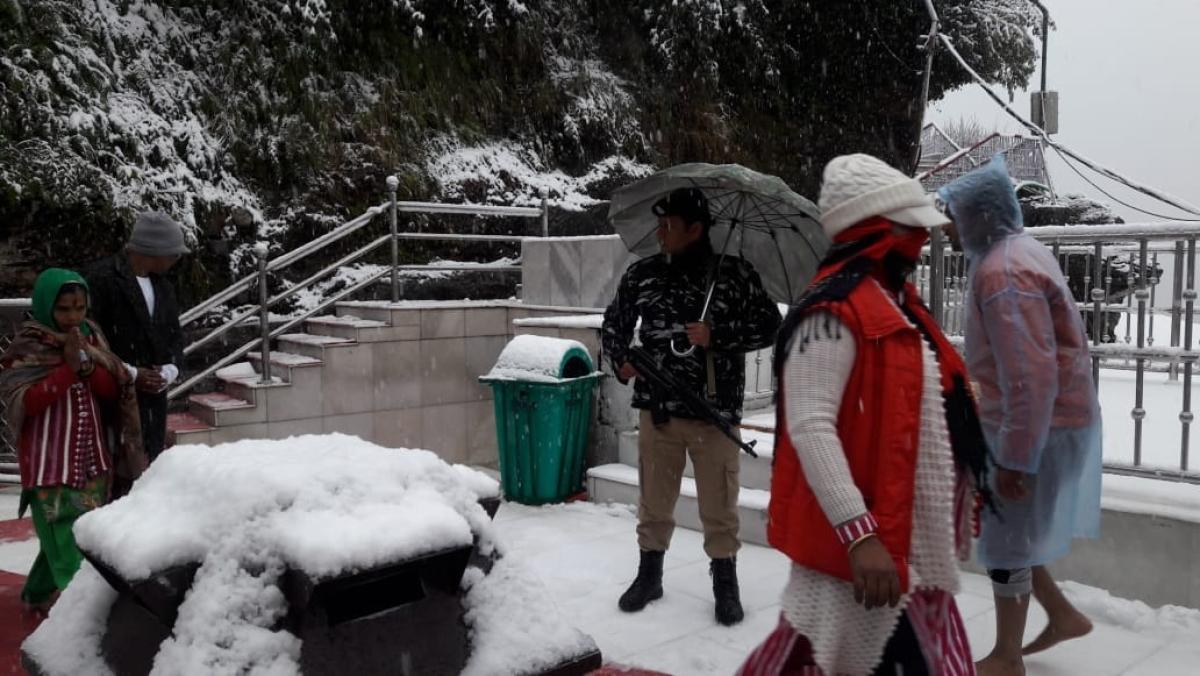 Thick cover of snow in Vaishno Devi temple area.