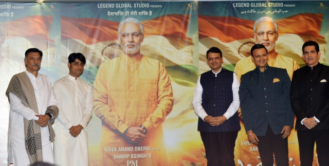 Producer Sandip Ssingh, Vivek Oberoi and director Omung Kumar with Maharashtra CM Devendra Fadnavis at the Modi biopic poster launch.