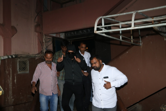 Ranveer was undercover watching the audience reactions to <i>Simmba.</i>