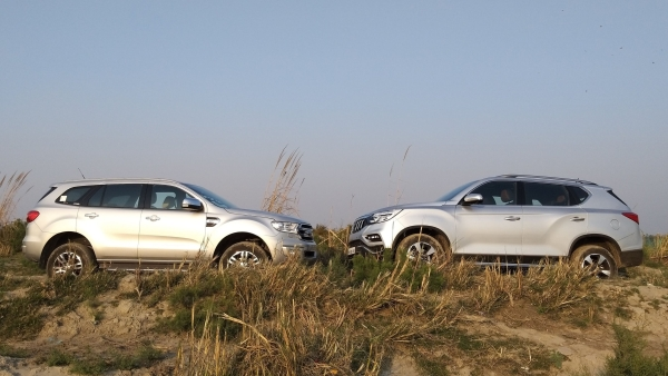 Mahindra Alturas G4 vs Ford Endeavour: The Big SUV Battle