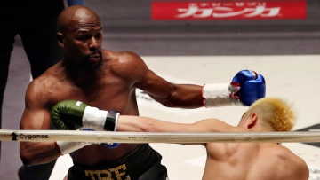 Floyd Mayweather Jr., left, exchanges a punch with Japanese kickboxer Tenshin Nasukawa, during their three-round exhibition match on New Year's Eve.