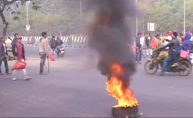 Protesters burnt tyres In Bhubaneswar