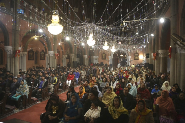 Pakistani Christians attend a midnight service at Sacred Heart Cathedral, ending of the year 2018 in Lahore, Pakistan, on Monday, 31 December 2018.