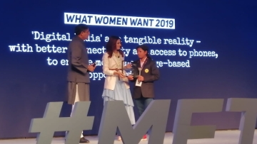Taapsee Pannu and Jay Panda felicitating Sweta Shahi at the 'Me, The Change' event.