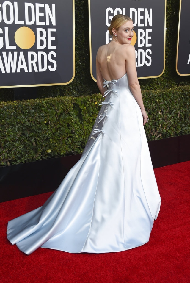 Dakota Fanning arrives at the 76th annual Golden Globe Awards.