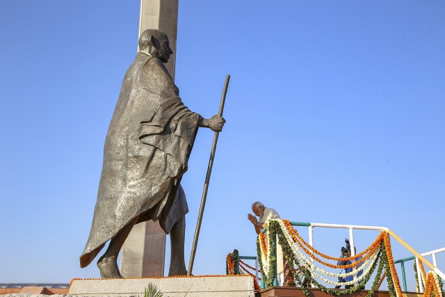 PM Modi inaugurates of National Salt Satyagraha Memorial at Dandi, in the memory of Mahatma Gandhi on his 71st death anniversary. Mahatma Gandhi was assassinated by Nathuram Godse in New Delhi on 30 January 1948 at exactly 5:17 pm.