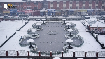 Srinagar's Pratap Park covered in snow.
