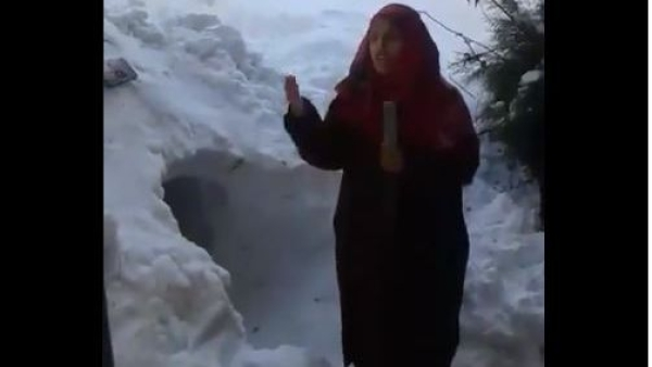 Kashmiri School Girl Reports on Snowfall From Shopian, Wins Hearts