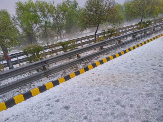 Varsha shared her hailstorm photo from Noida.