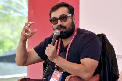 Anurag Kashyap warns fans against his fake social media accounts