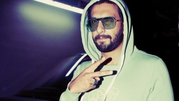 Ranveer Singh spotted at the airport amidst <i>Gully Boy</i> promotions.