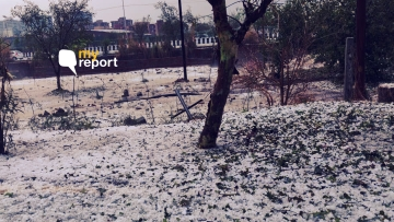 The roads of Delhi, Noida and Faridabad were covered with layers of white snow like hail.