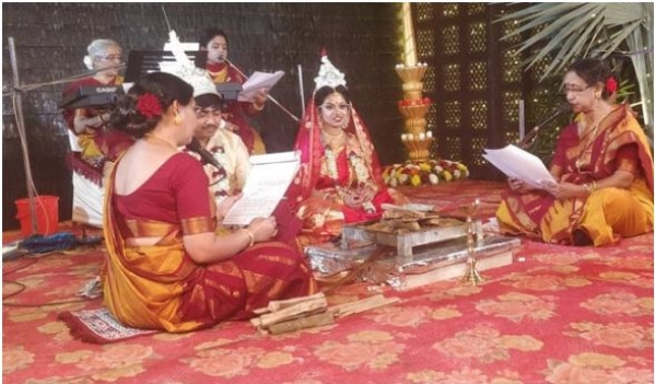 No Kanyadan, No Male Priest: Twitter Lauds 'Woke' Bengali Wedding
