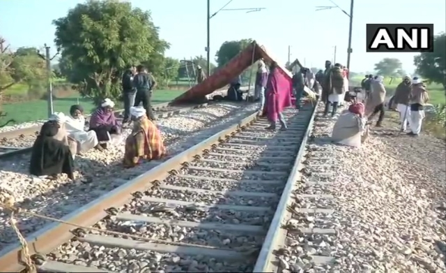 Visuals of the protest on the tracks.