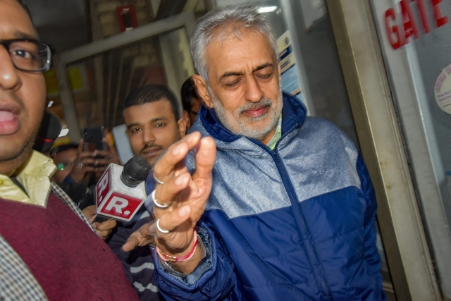 Lobbyist Deepak Talwar, arrested in a money laundering case, being taken to the court by the Enforcement Directorate officials, in New Delhi, Thursday, 31 January. Talwar, along with AgustaWestland accused Rajiv Saxena were extradited to India from UAE by the Enforcement Directorate.