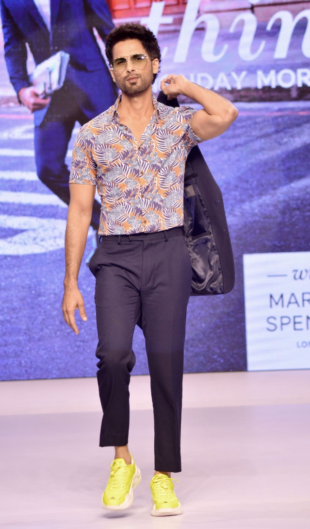 Shahid Kapoor looking oh-so-cool at the fashion event.