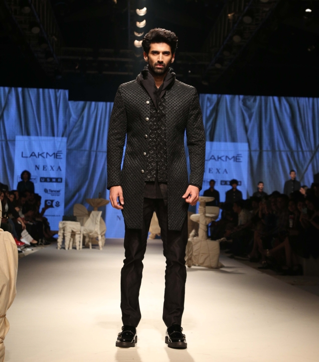 Aditya Roy Kapur walks the ramp for Kunal Rawal.