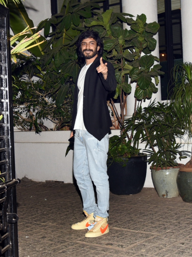 Harshvardhan Kapoor smiles at the paps.