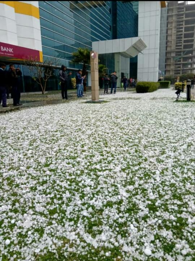 Office goers were welcomed by the sudden hailstorm.