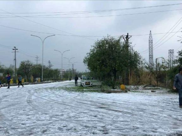 People stopped to enjoy the hailstorm.