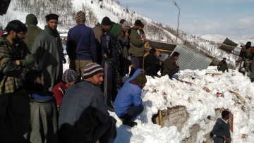 A couple died after getting caught under an avalanche in Anantnag district of Jammu and Kashmir.