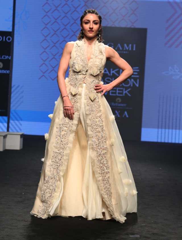 Soha Ali Khan looks ethereal in Neha Agarwal.