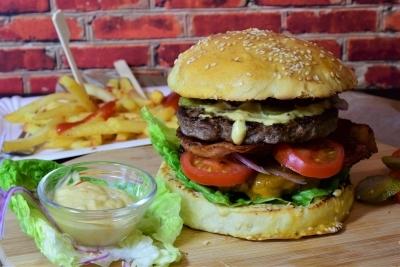 Eating junk food can raise risk of bipolar disorder, depression