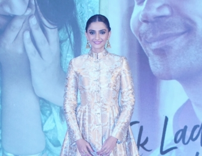 R.Balki one of the best directors I've worked with: Sonam
