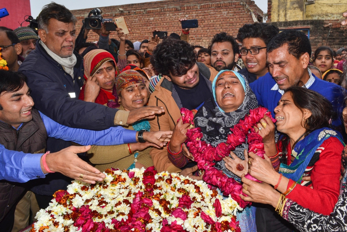 CRPF jawan Kaushal Kumar Rawat's family members bid their goodbyes, in Agra on 16 February  2019.