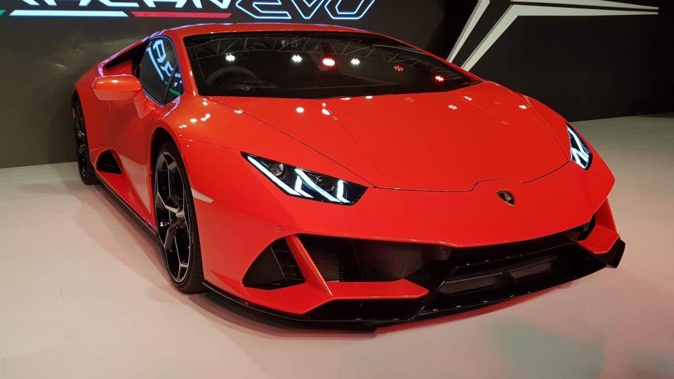 Autoq Lamborghini Huracan Evo Safety Features Xuv 300 More
