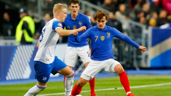 France's Antoine Griezmann, right, challenges for the ball with Iceland's Hordur Magnusson during the Euro 2020 group H qualifying soccer match between France and Iceland at Stade de France stadium in Saint Denis on Monday, 25 March.