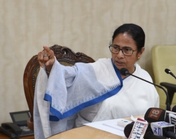 Howrah: West Bengal Chief Minister Mamata Banerjee addresses a press conference at Nabanna in Howrah on Feb 18, 2019. (Photo: IANS)