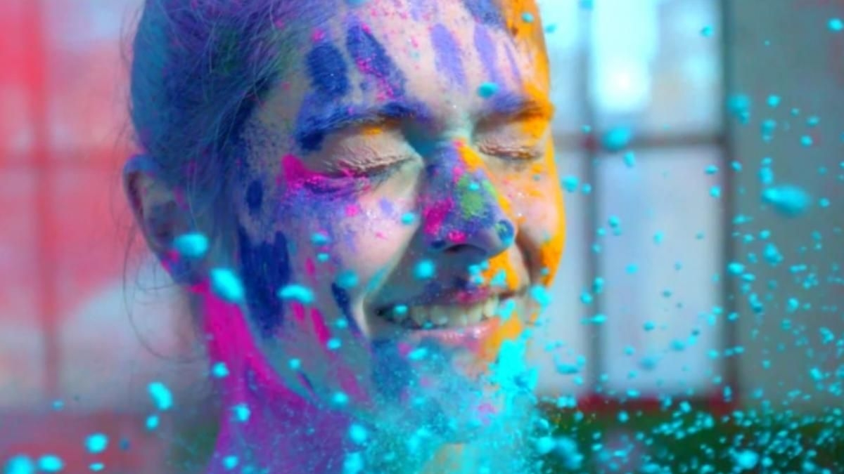 Festival of Colours is Here – Top 10 Holi Songs You Can Groove To!