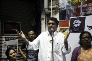 The director of Bhobhishyoter Bhoot, Anik Dutta.