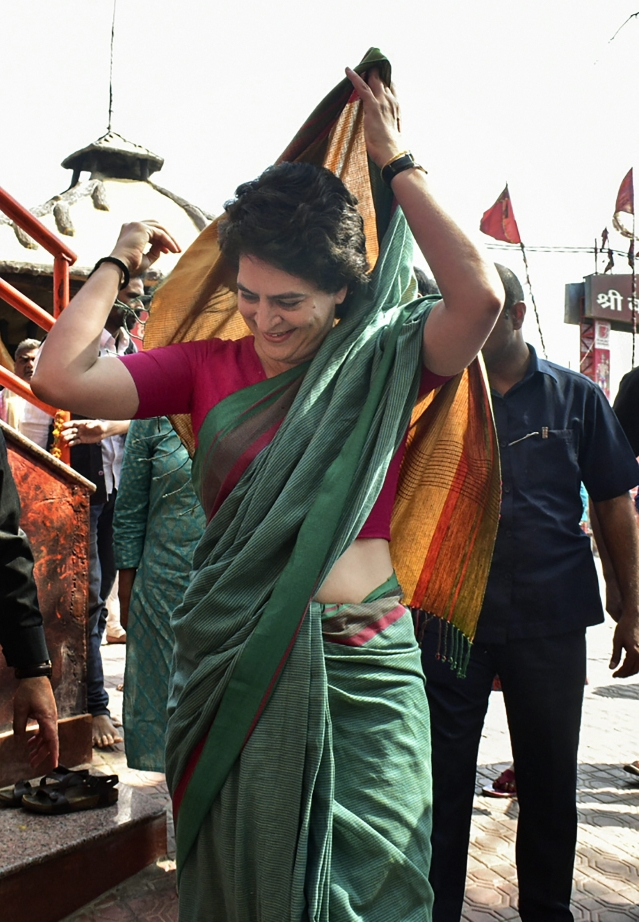 Priyanka Gandhi Vadra arrived at Bade Hanuman temple in Prayagraj to offer prayers today.