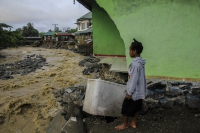 Three tourists killed in Indonesia quake