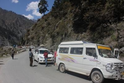 J&K relaxes restrictions on civilian traffic on NH