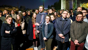 Crowds sing 'Ave Maria' in tribute, as Notre Dame burns.