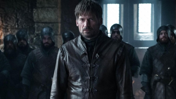 Jaime Lannister stands before Daenarys Stormborn after arriving at Winterfell.