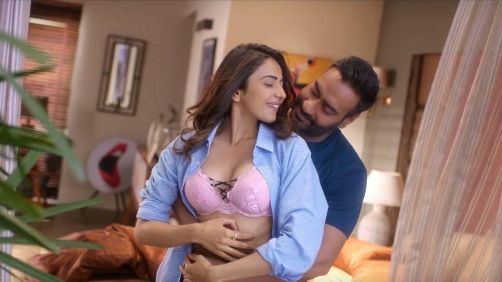 Ajay, Rakul Preet Romance to Arijit's Voice in 'Tu Mila To Hai Na'
