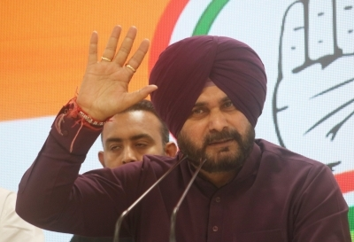 Sidhu criticises Modi for running away from promises