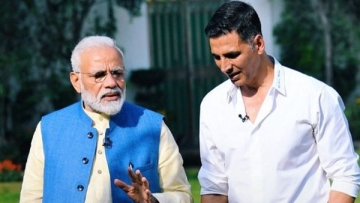 PM Modi's 'informal' chat with actor Akshay Kumar.