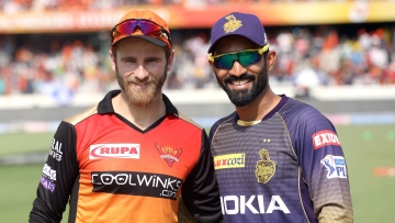 Kane Williamson and Dinesh Karthik at the toss.