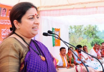 Gonikoppal: Union Minister and BJP leader Smriti Irani addresses at a public meeting at Gonikoppal in Kodagu district of Karnataka on March 31, 2019. (Photo: IANS)