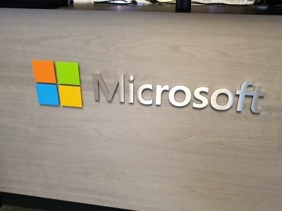 Older Windows unsafe, Microsoft issues warnings
