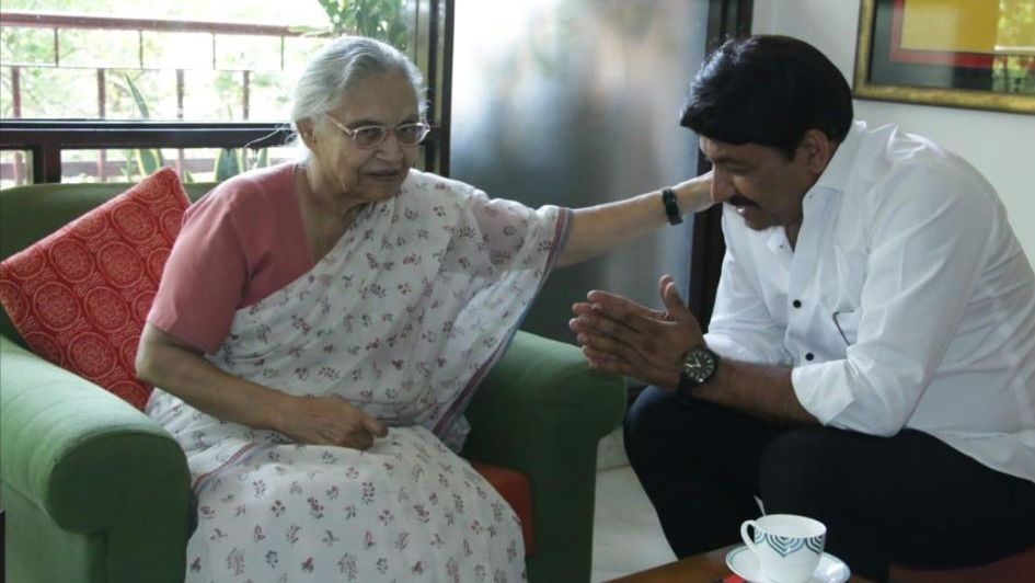 Manoj Tiwari Visits Sheila Dikshit on Learning of Her Ill Health