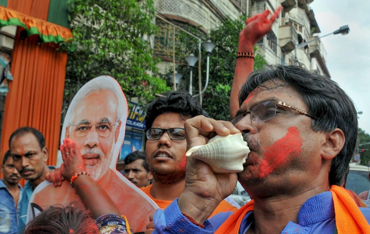QKolkata: 'Modi Modi' Chants Across Bengal; Mamata Stunned