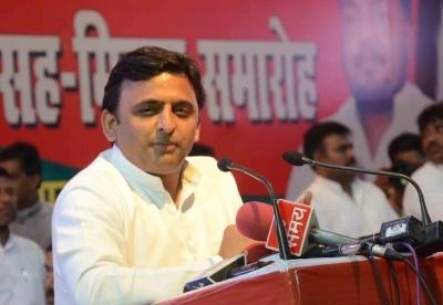 Akhilesh sacks party panelists