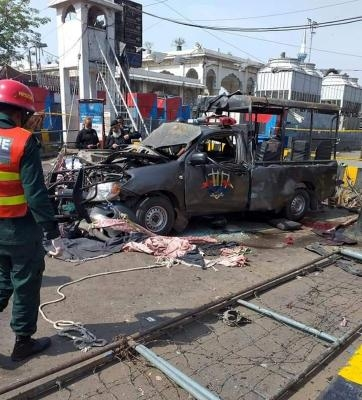 Lahore suicide bombing toll reaches 13