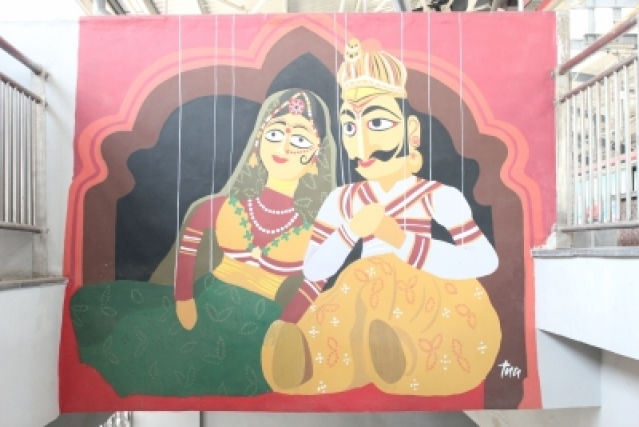 Traditional Indian puppet theatre in focus at Shiv Vihar metro station. (Photo Credit: DMRC)